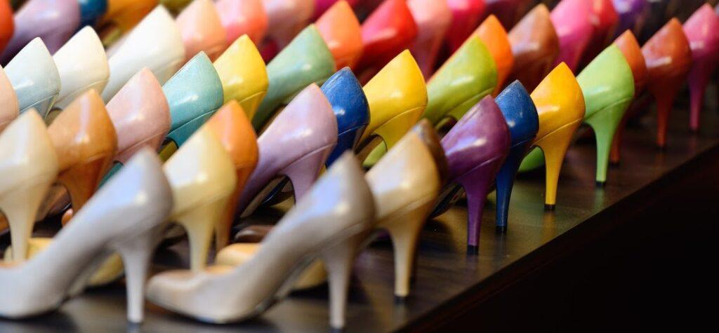 Кои са водещите цветове при дамските обувки през лято 2021