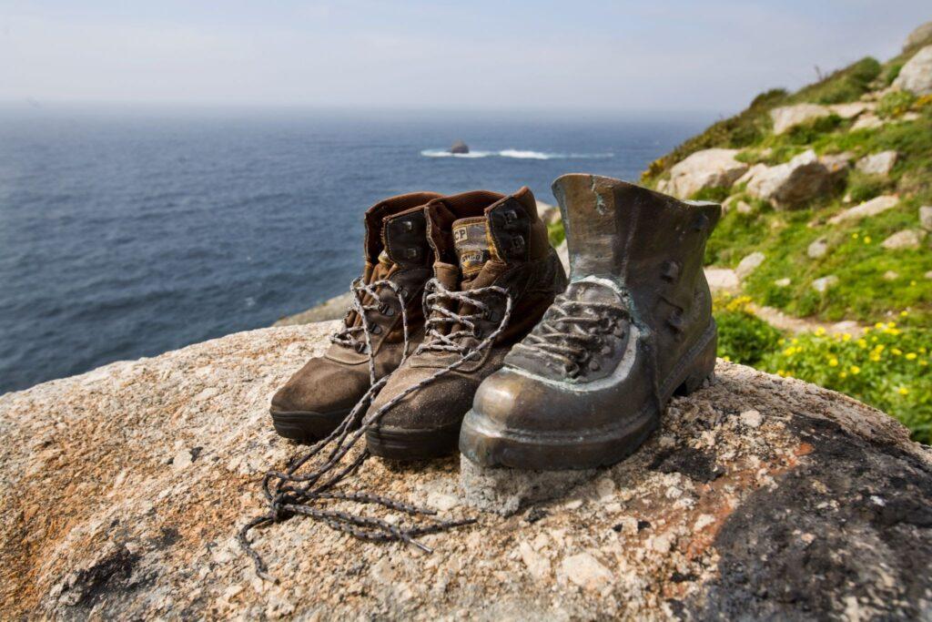 Как да се подготвим за планинските преходи с нови трекинг обувки